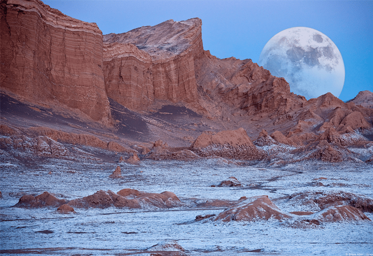 Valley of the Moon - Windows 8 Wallpaper