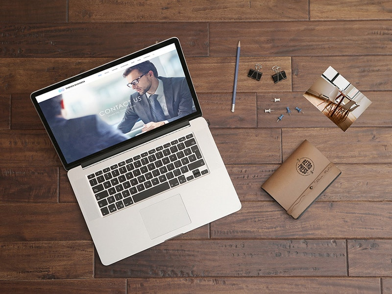 Free Macbook Pro Wooden Table Mockup PSD