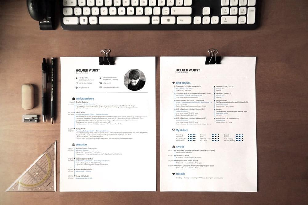 CV Mockup PSD on Desk
