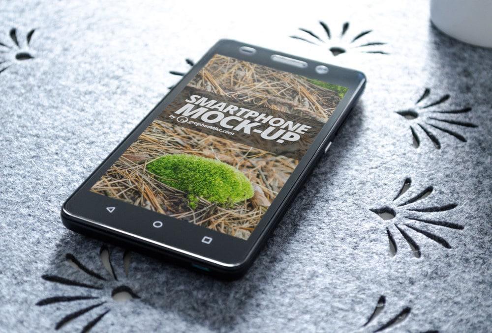 Free Smartphone Mockup PSD
